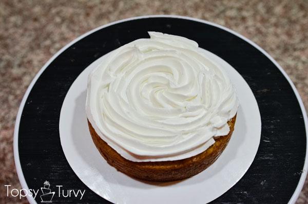 blue-ombre-buttercream-smash-cake-filling