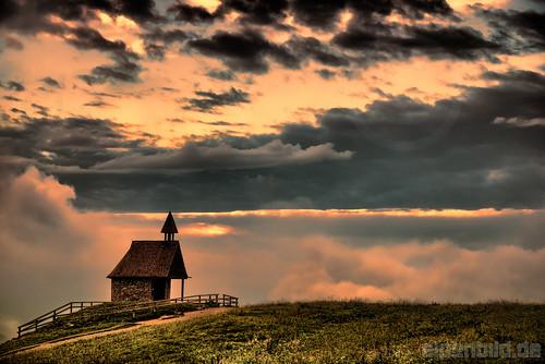 morning summer cloud alps nature clouds sunrise landscape bayern bavaria twilight nikon sommer natur meadow wiese wolke wolken chapel alm dämmerung alpen landschaft sonnenaufgang morgen topaz morgens d800 kampenwand kapelle 巴伐利亚 chiemgau aschau chiemgaueralpen daemmerung chiemgaualps d800e nikond800e alpenbildde
