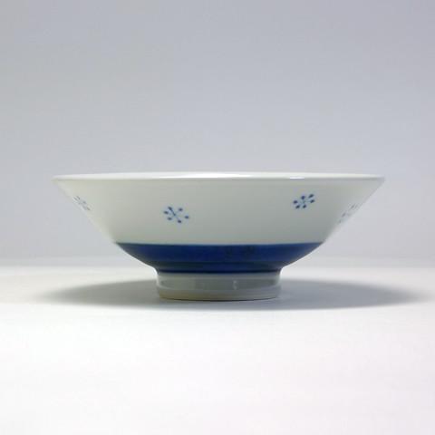 砥部焼 陽貴窯「平茶碗/花いちご(大)」