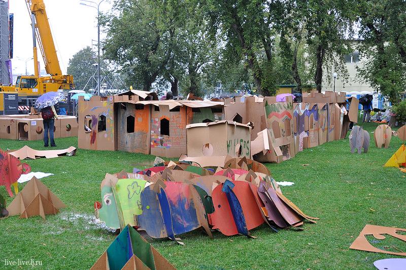 Cardboard city_096