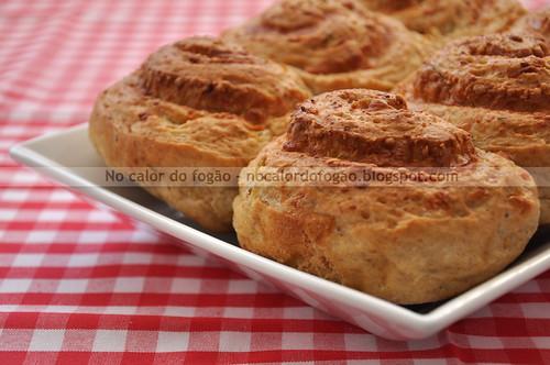 Pãezinhos de queijo e cebola_2.jpg