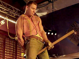 MAGIC-MIKE-REDBAND-02_320.jpg