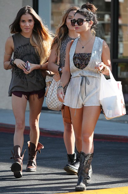 Vanessa_Hudgens_-_Shopping_with_Stella___Studio_City_-_070612_006