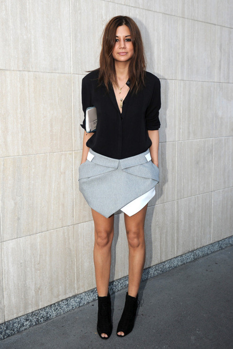 Christine-Centenera-harpers-bazaar-fashion-grey-skirt