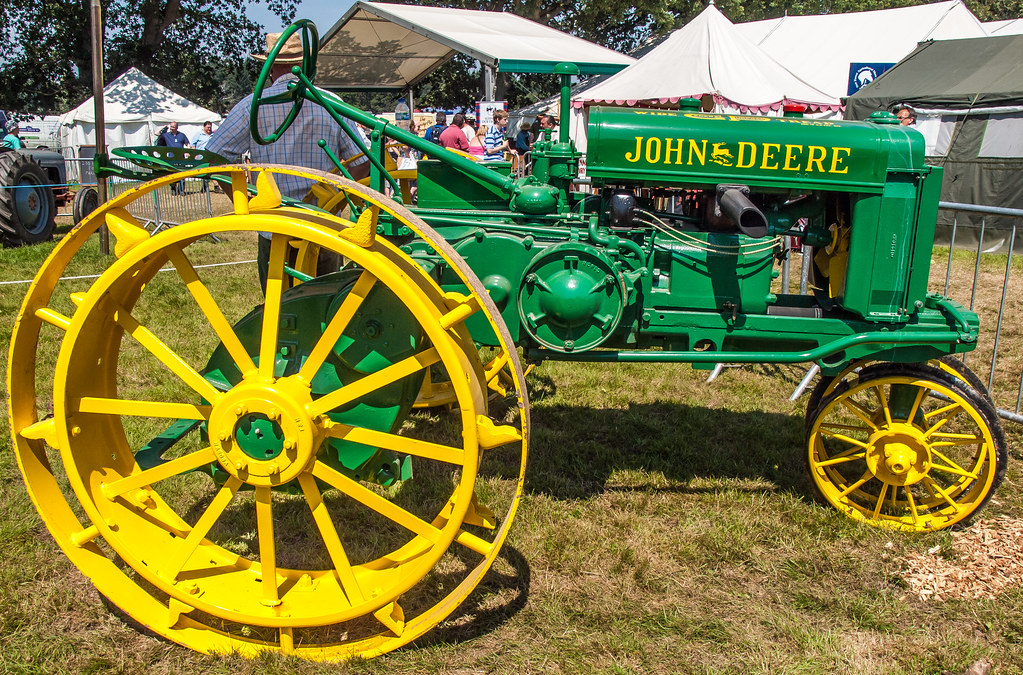 Antique John Deere Show Tractors : A vintage john deere tractor at the new forest show