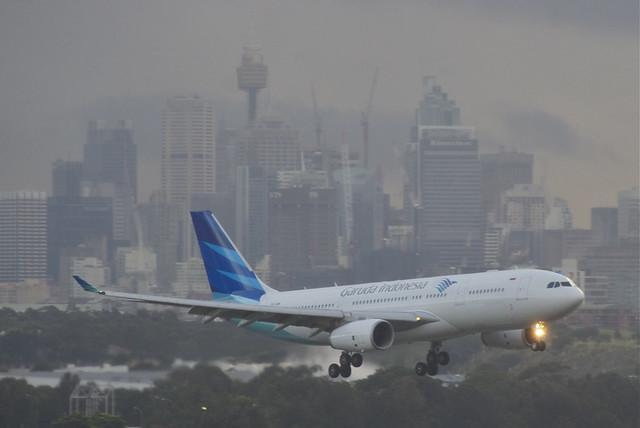 Garuda Indonesia Airbus A330-200; PK-GPM@SYD;06.07.2012/661ai