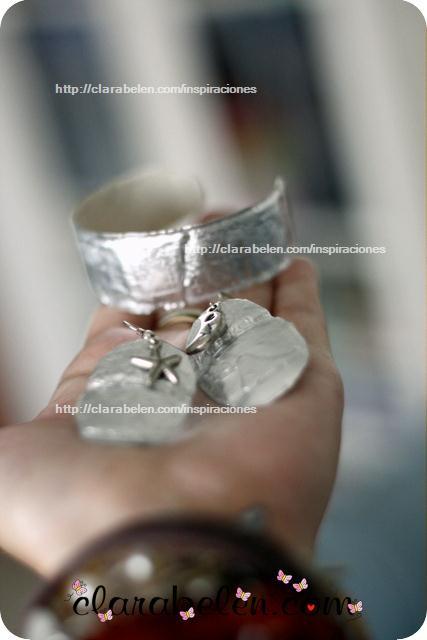 Conjunto de pulsera y pendientes plateados para el día de la madre con reciclaje
