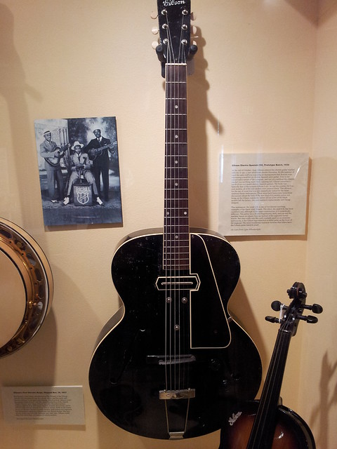 Photo:Gibson spanish guitar prototype (1936) By doryfour