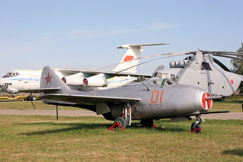 Mikoyan-Gurevich MiG-9 01 red