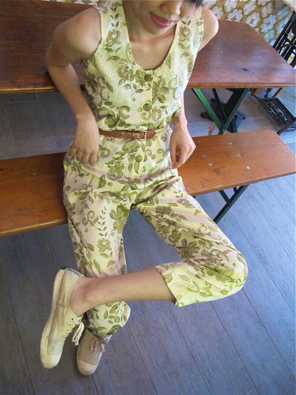 Jumpsuits let you sit as chor lor as you like!