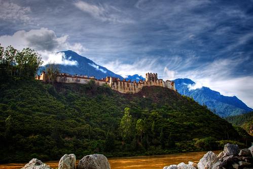 temple day bhutan cloudy dzong fortress wangduephodrang wangduephodrangdzong