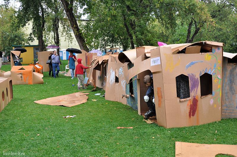 Cardboard city_094
