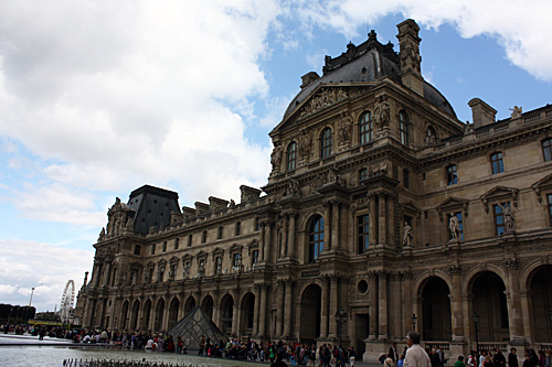 Louvre-outside-of-bldg