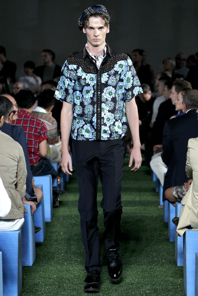 Angus Low3003_SS12 Milan Prada(VOGUE)