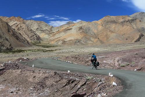 Climbing to Yaya Tso and the Hor La