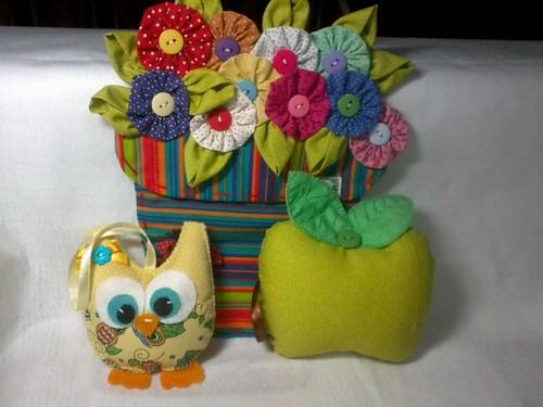 Painel decorativo, 1 corujinha, e 1 maça. by ♥Paninhos em forma de amor♥