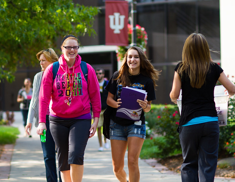 IU Kokomo students walking