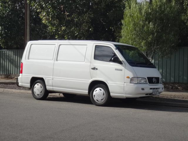 2000 Mercedes-Benz MB100/MB140