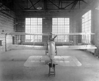 Rear view of an Avro airplane, Canadian Aeroplanes Ltd., Toronto, Ontario, 1918 / Vue de l'arrière d'un appareil d'Avro, Canadian Aeroplanes Ltd., Toronto, Ontario, 1918