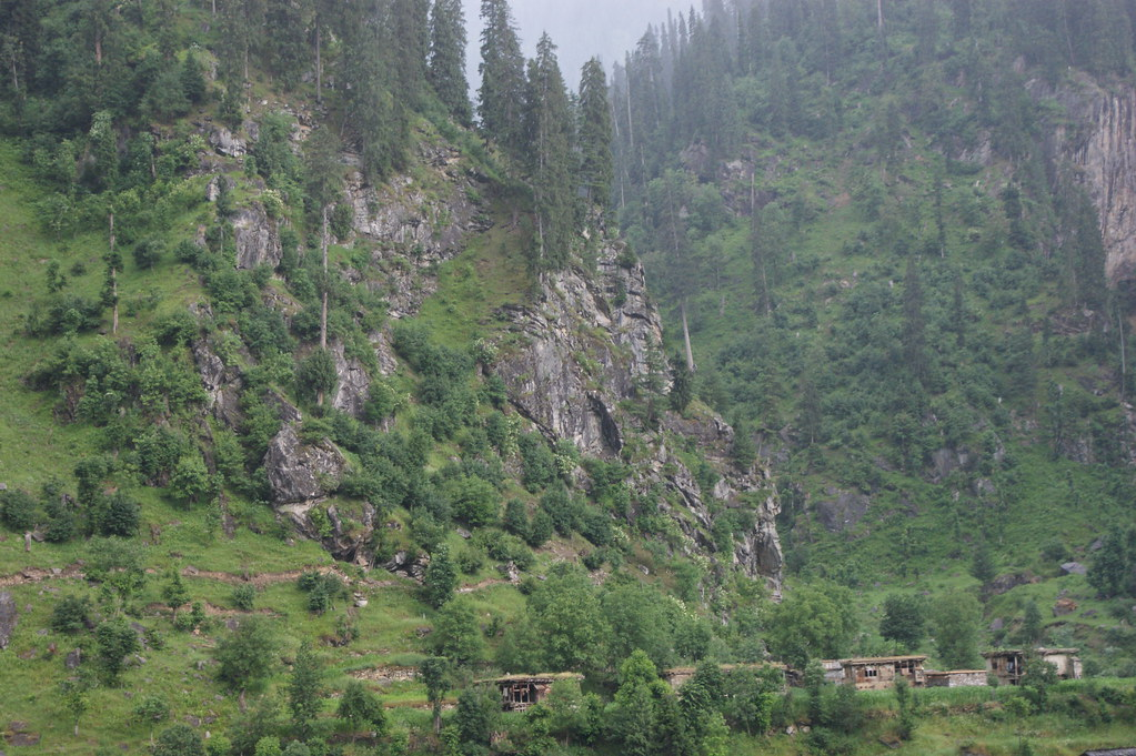 """MJC Summer 2012 Excursion to Neelum Valley with the great """"LIBRA"""" and Co - 7635680674 f30c14f520 b"""