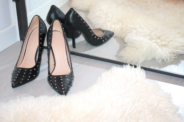 ZARA STUDDED COURT SHOES4