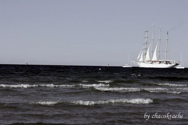Segelschiff vom Strand aus
