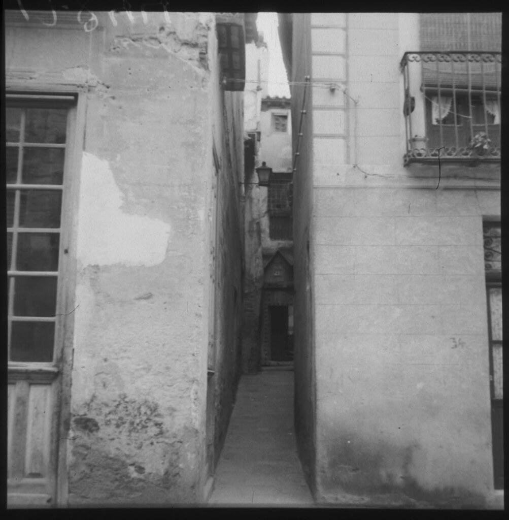 Callejón de la Soledad hacia 1960. Fotografía del estudio de Cristóbal Portillo © Archivo Regional de la Comunidad de Madrid, fondo fotográfico