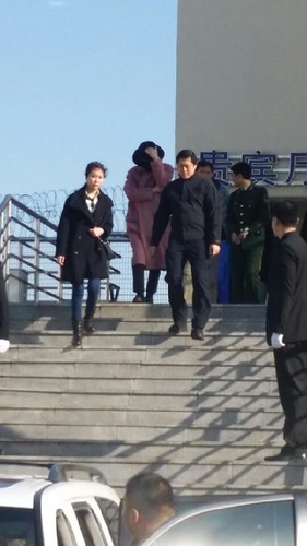 Big Bang - Harbin Airport - 21mar2015 - 蒙古酸奶權志龍 - 01