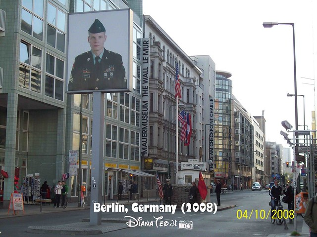 Berlin Checkpoint Charlie 01
