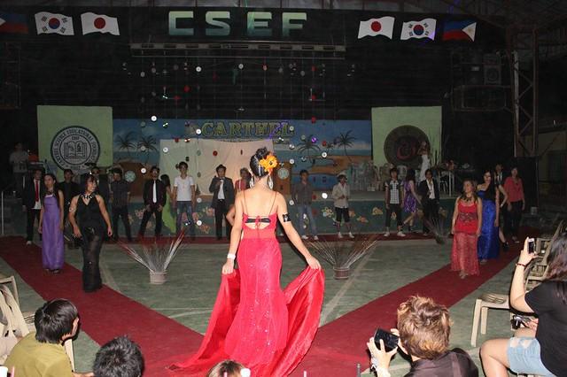CNE1のフライデーナイトのファッションショー