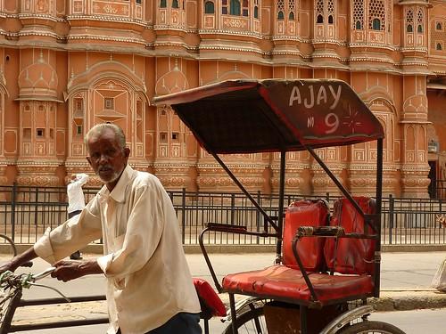 Ricksjaw driver at Hawa Mahal