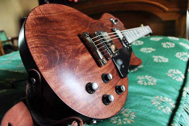 guitare electrique bois brut