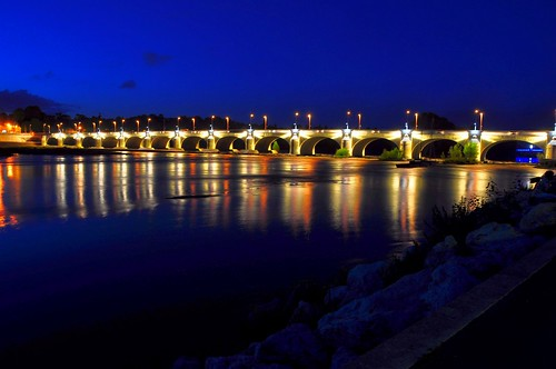 Nightview of Pont Wilson, Tours - France