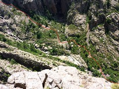Depuis le col 1150m de Tana di l'Orsu : ravins du Fangu avec itinéraire supposé de descente en RG du Fangu suggéré par Achille Sanroma
