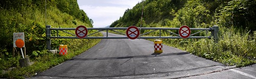 Route 452 is closed and road only continues 2km further (west of Biei, Hokkaido, Japan)