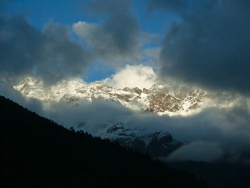 nepal sunset cloud mountain khumbu lukla npl