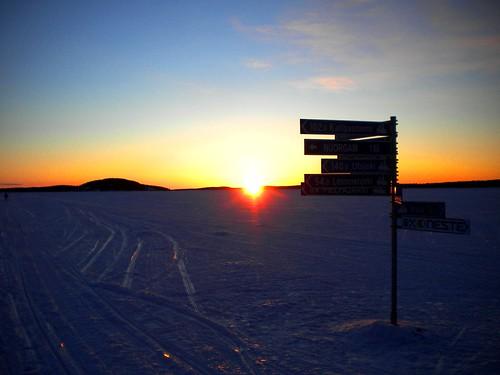 sun lake ice sunrise finland frozen inari nowhere lapland artic artico articcircle lapponia napapijri directiion cirolopolareartico