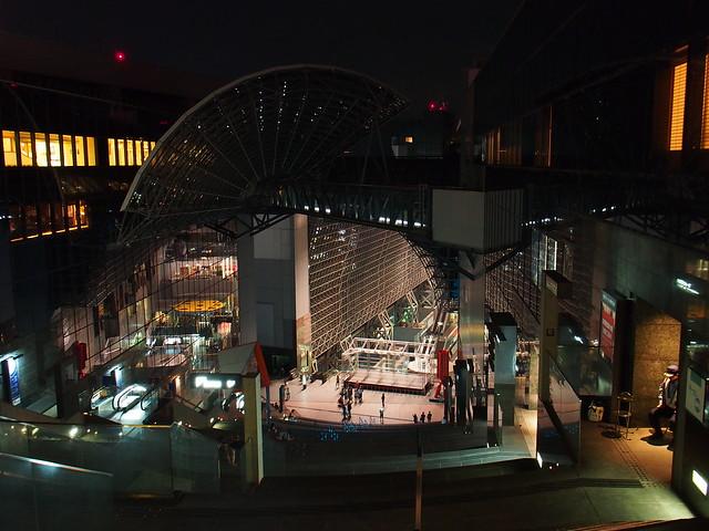 京都車站-伊勢丹瀑布大樓梯頂部