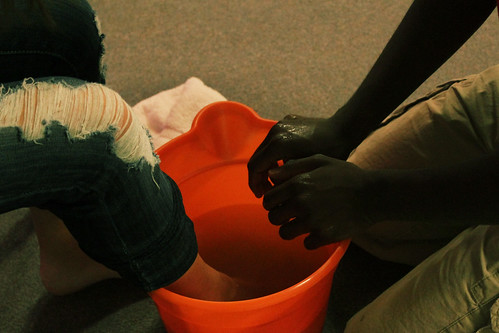 feet jesus washing serve