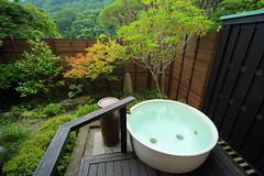 露天風呂付き特別室の真っ白陶器のお風呂