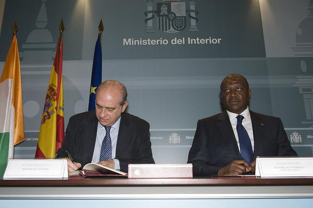 Los ministros del interior de espa a y costa de marfil for Ministerio del interior espana