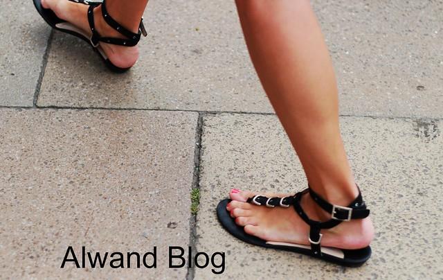 Blackstrappy sandals
