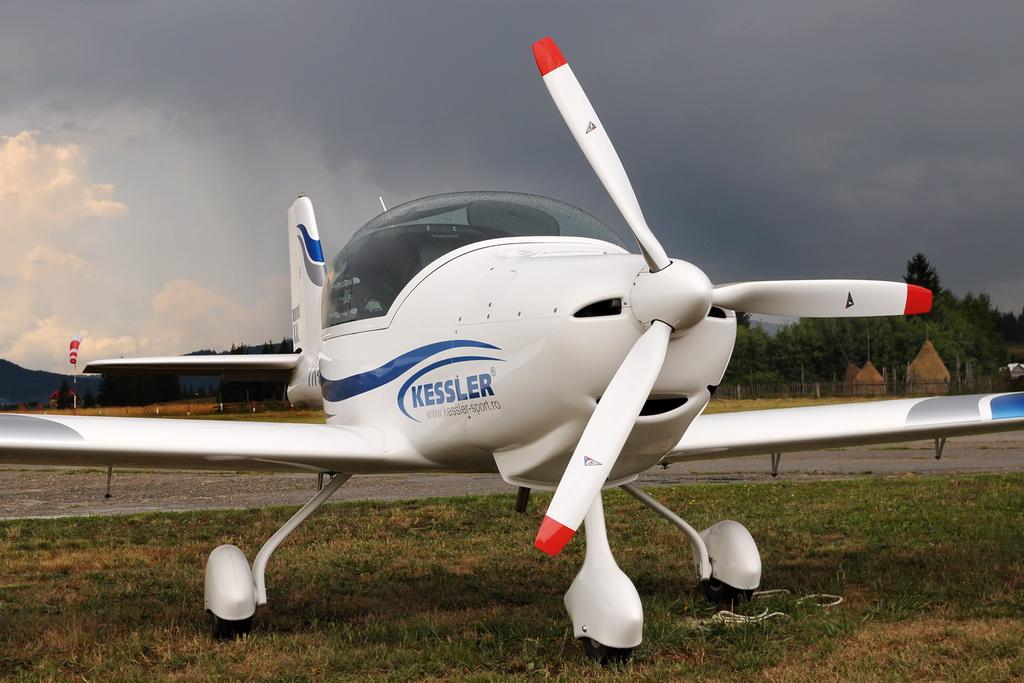 Fly-in @ Floreni - Mitingul cailor putere - Poze 7677974452_37e974f1b8_o