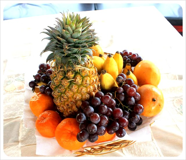 kerala houseboat fruit basket