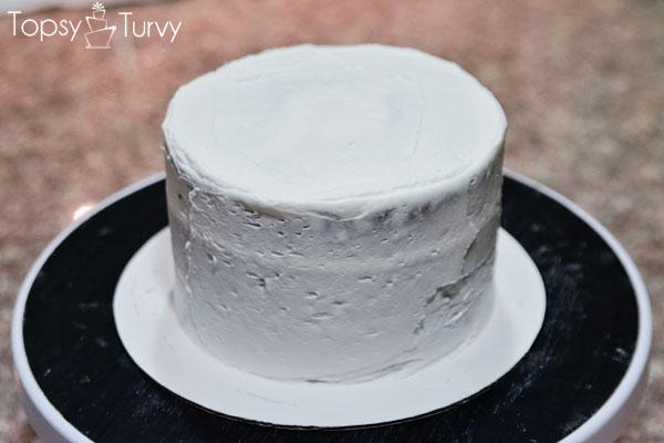 blue-ombre-buttercream-smash-cake-crumb-coat