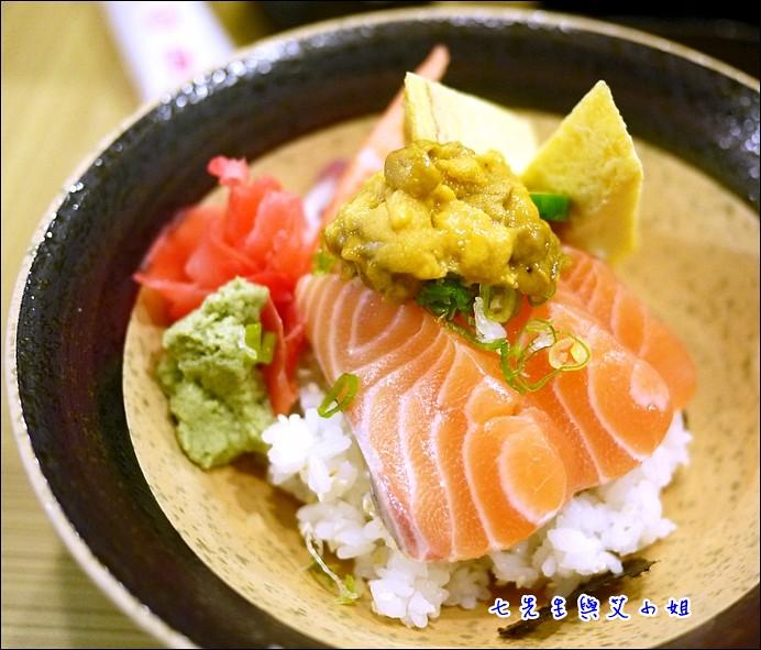 6 海膽鮭魚丼