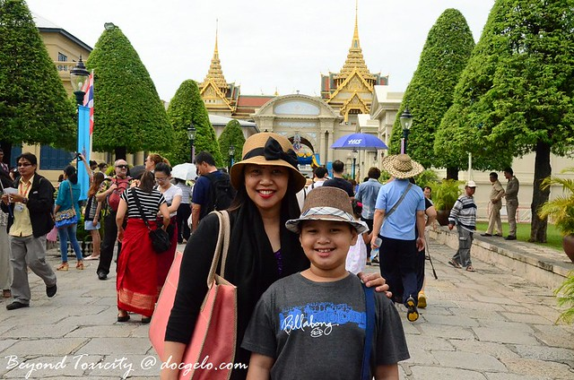 tina and gabby before the grand palace