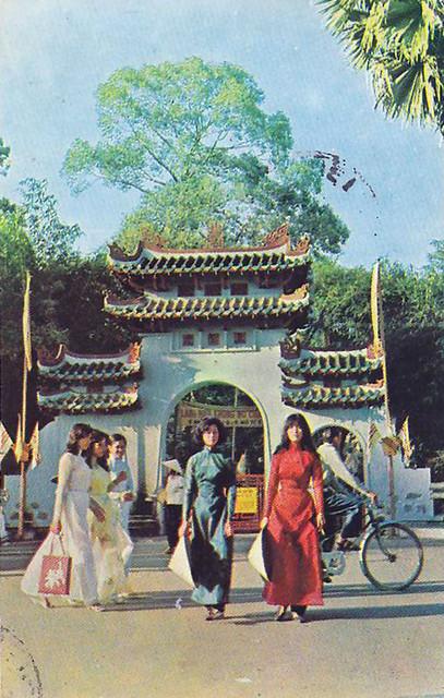 Saigon 1968 - Le van Duyet Temple