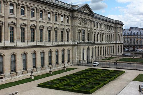Window-view-of-courtyard