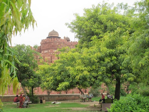 there is a civic park near Agra Fort